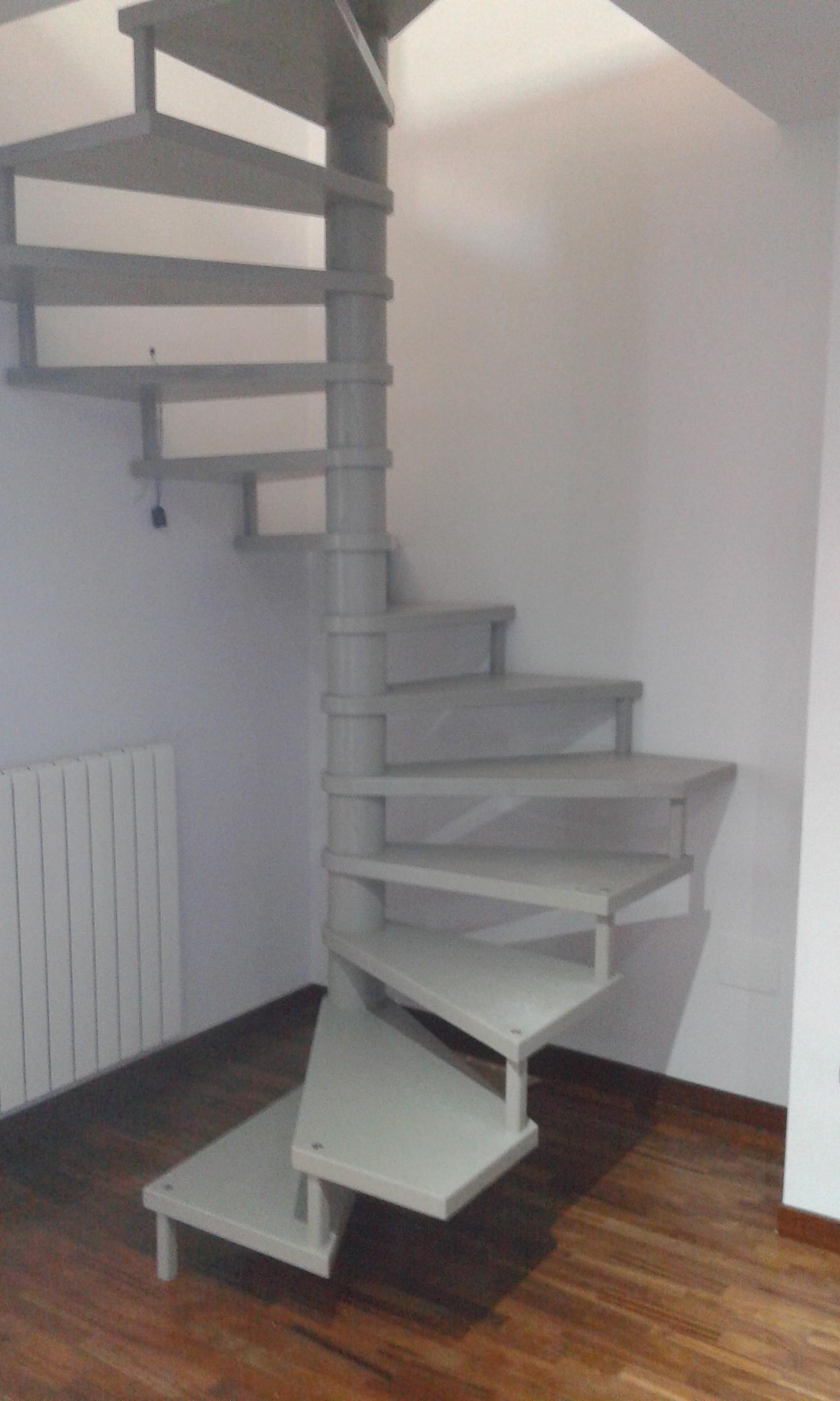 Scale a chiocciola scale su misura lecce racale for Casa scala a chiocciola